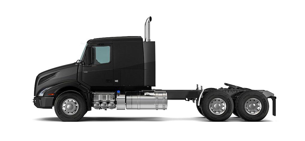 "VNX 400 flat-roof. Our 42"" sleeper is designed for maximum flexibility on regional heavy-haul runs."